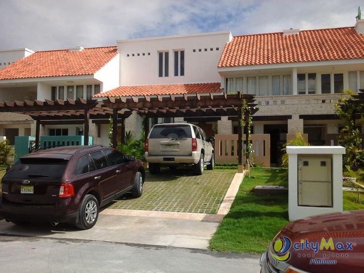 Citimax vende town House en Playa Nueva Romana