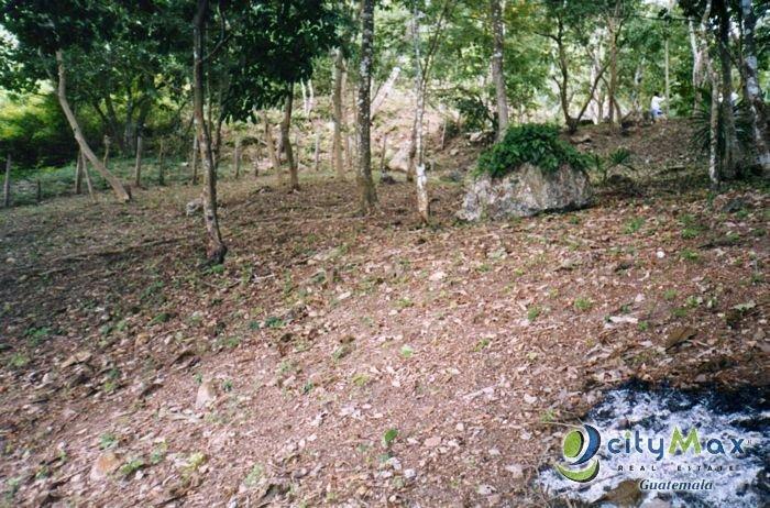 Terreno en venta a Orilla del lago Petén Guatemala