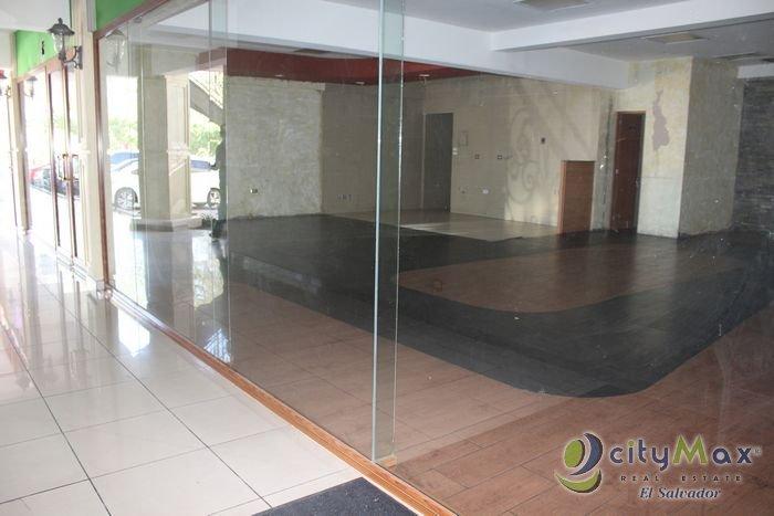 Alquilo local de 100 m2 en Plaza sobre Calle La Mascota