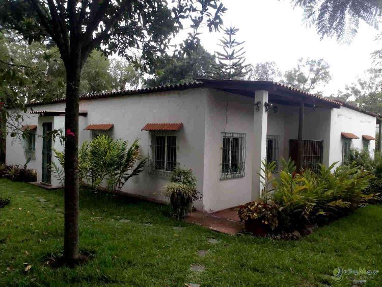 Casa VENDO. en Ciudad Vieja . Citymax Antigua