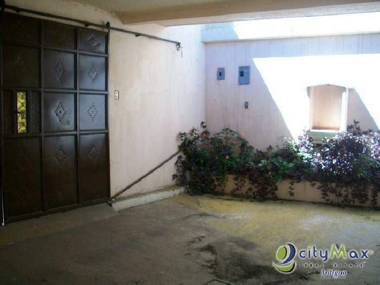 Casa VENDO en Ciudad Vieja, muy céntrica. Citymax Ant