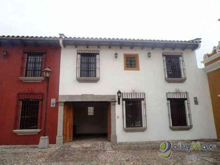 Casa amueblada venta-renta a minutos Antigua Guatemala