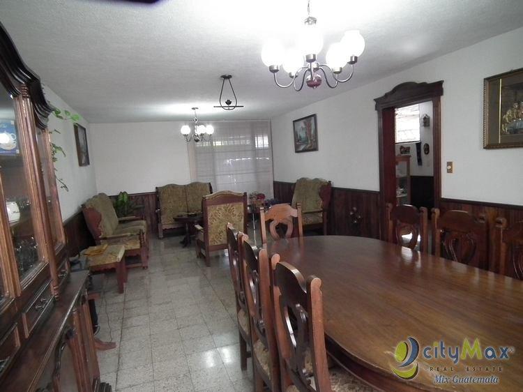 Casa en Prados de Monte María de 2 niveles en bulevar