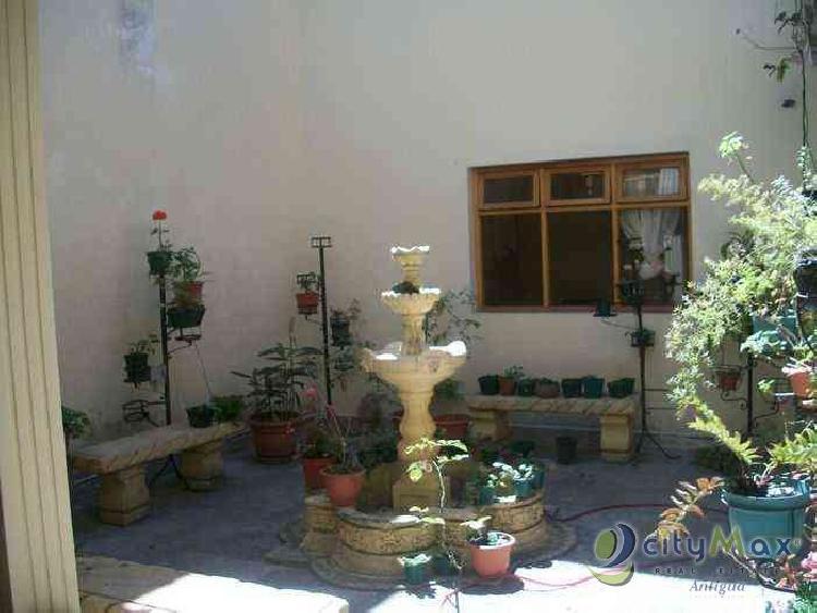 Rento Edificio en Antigua ideal para clínica. Citymax A