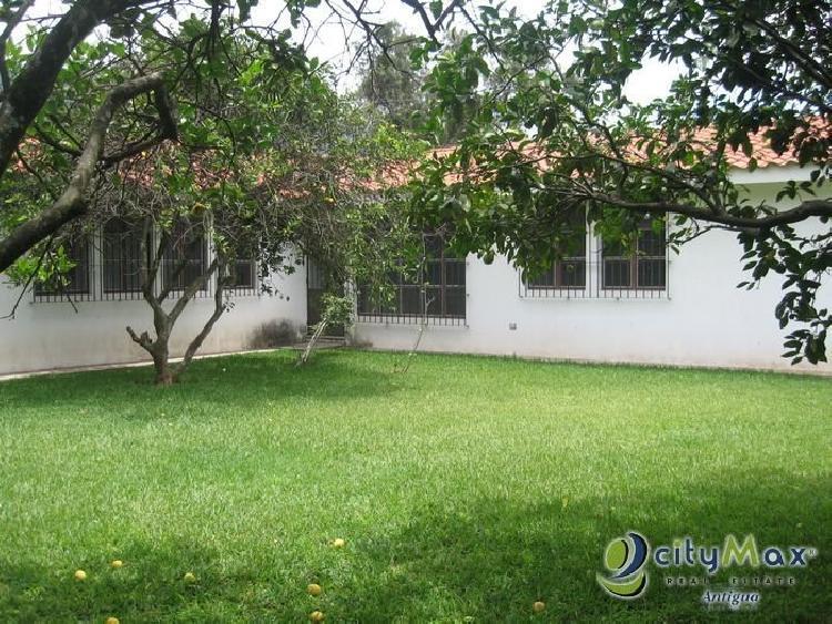 Casa + Apartamento en venta en Antigua Guatemala
