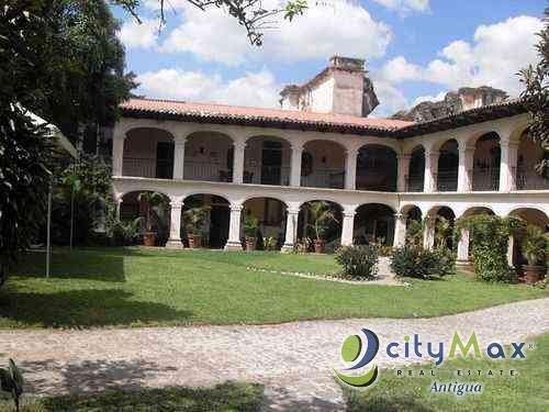 LOCAL COMERCIAL EN RENTA EN ANTIGUA GUATEMALA
