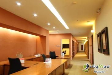 Alquilo oficina 1,732 m2 edificio Santa Elena AMUEBLADA