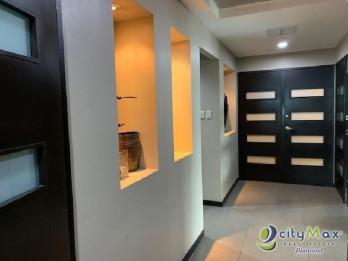 Oficina de 70 m2 en renta en zona 10 con 2 parqueos