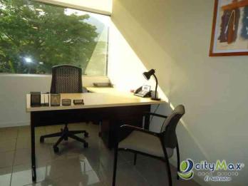 Rento oficina amueblada en Edificio  World Trade Center
