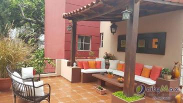 Vendo lujosa y amplia casa ÚNICA en la zona Arboledas