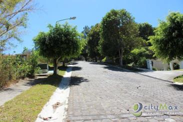 Hermoso terreno en venta en Quintas de Santa Elena