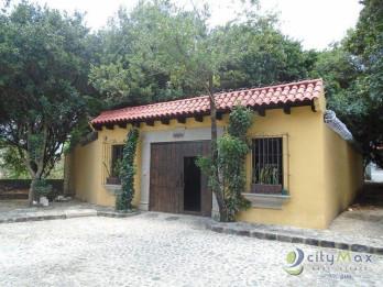 Venta de casa dentro de exclusivo residencial de Dueñas