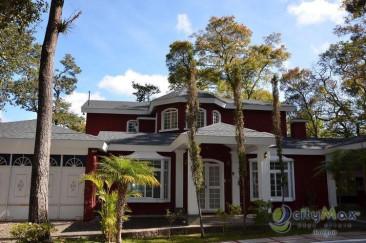 Amplia casa en renta dentro de residencial de Mixco!