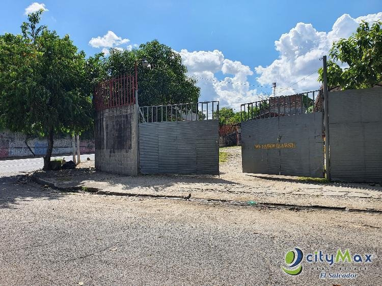 ALQUILO terreno y Galera sobre Bulevar Venezuela