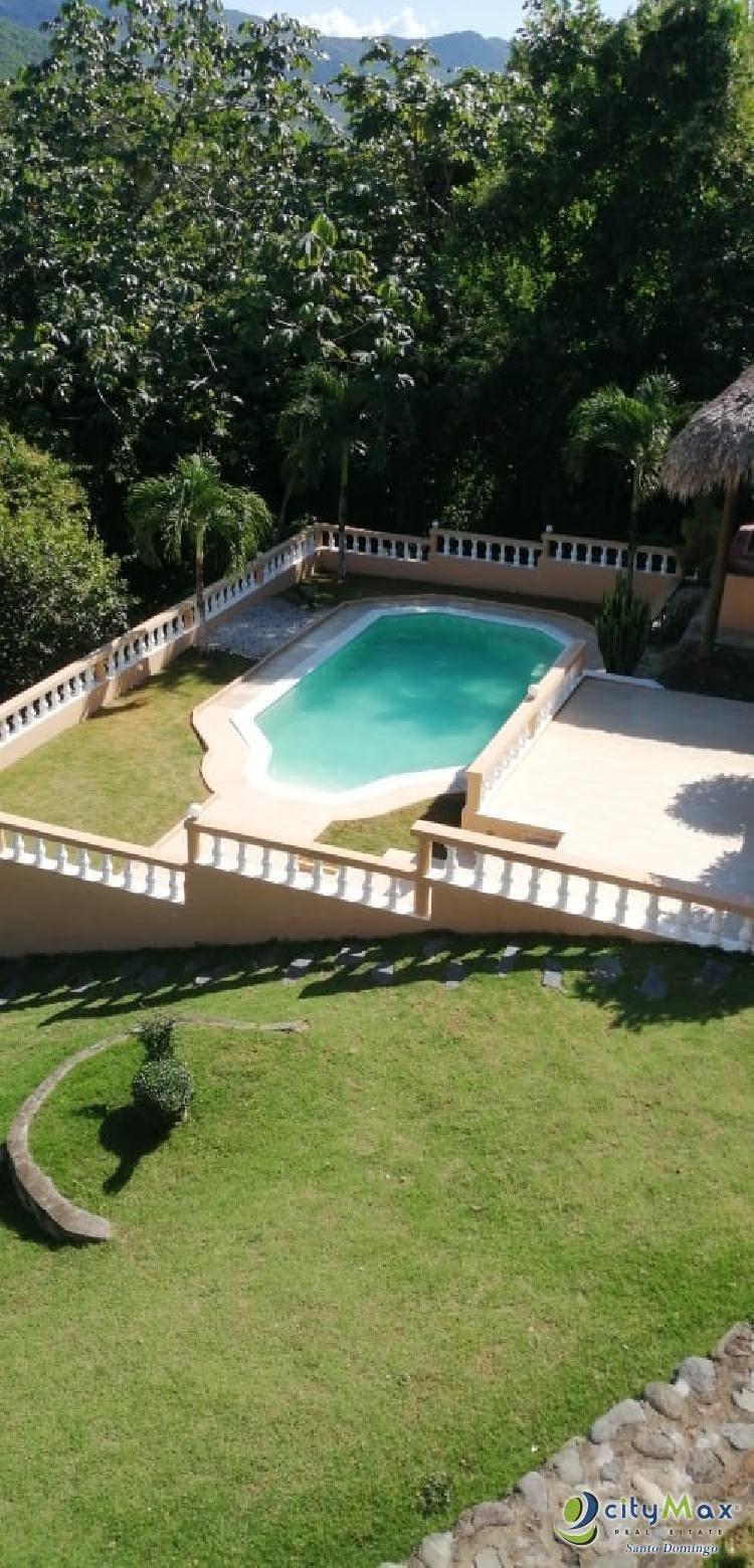 Villa en venta en Villa Altagracia con piscina y club