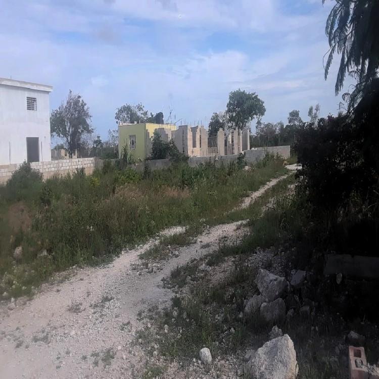 Vendo Terreno Habitacional de 352mt en Cacique de Veron