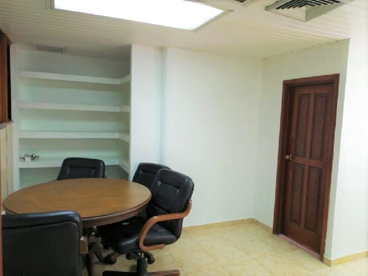 Alquilo Oficina en Plaza comercial de 16 mts. en Naco