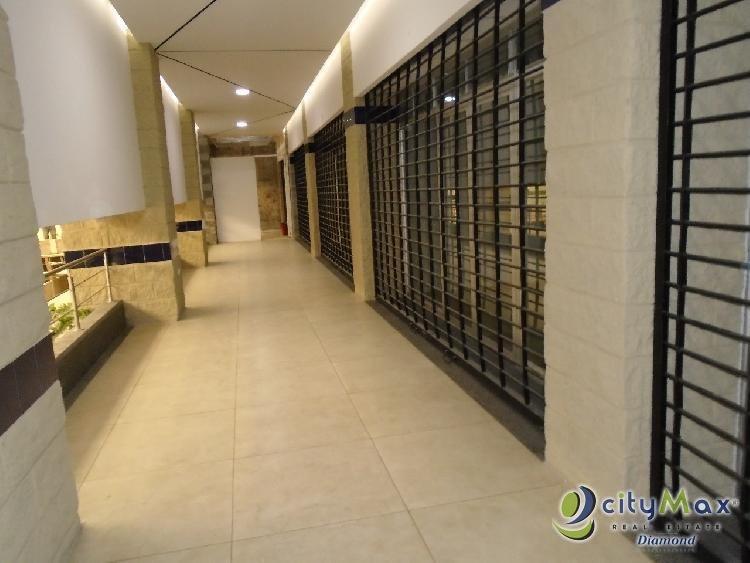 Rento local en 2 nivel Plaza comercial en San Cristobal