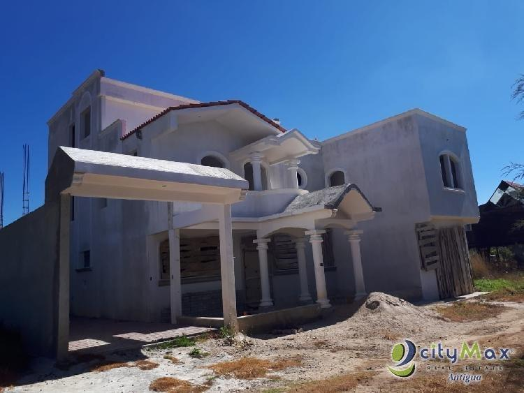 Casa grande con lindas vistas a la venta en Tecpán Gt