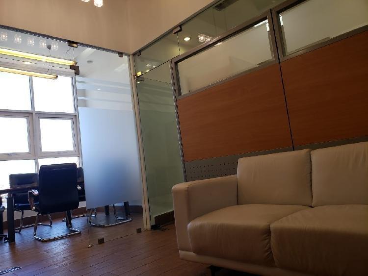 Rento Oficinas Amuebladas en Torre de Piantini.