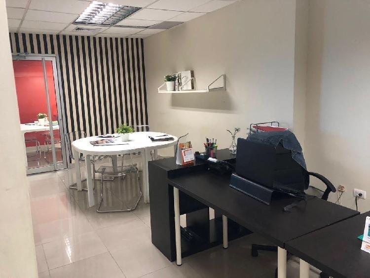 Renta de oficina con 70 m2, en Torre Empresarial