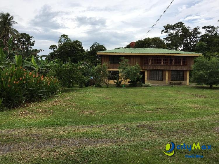 Se vende casa y terreno plano de 20 hectáreas en Pocora