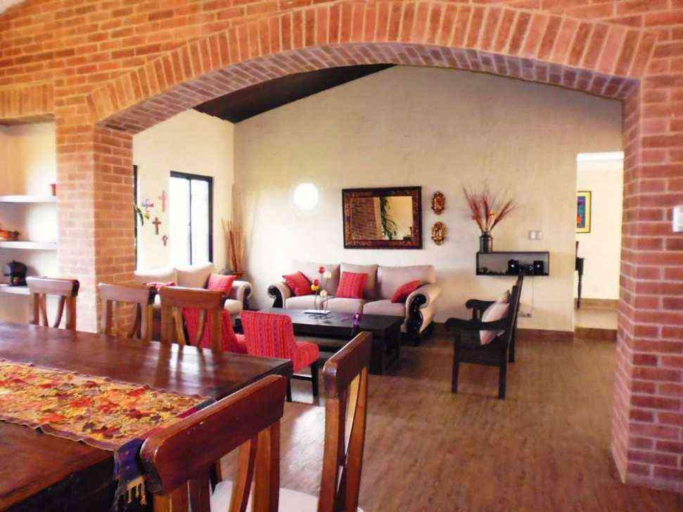 Doomos casa con jard n san juan el obispo en antigua for Casa jardin guatemala