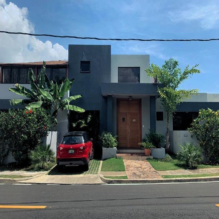 Casa en Venta dos Niveles 570.31 Mts2 en Arroyo Hondo