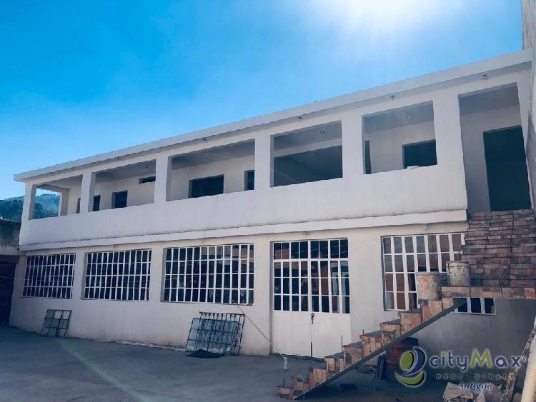 Edificio en renta en San Andrés Itzapa de 9 ambientes